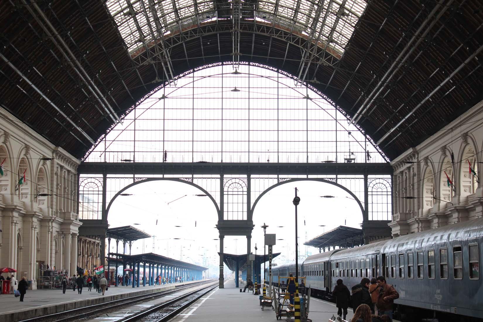 Keleti pályaudvar acél tetőszerkezet építési és felületkezelési munkálatai