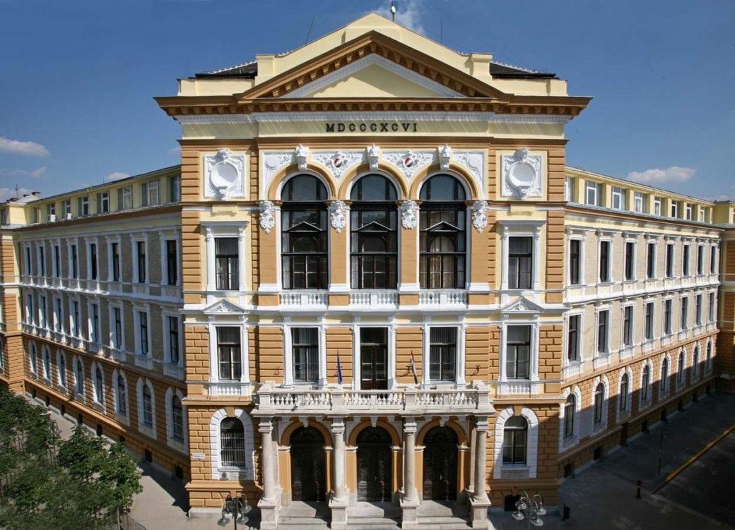 Óbudai Egyetem homlokzat felújítása