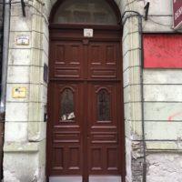 Kapualj és bejárati kapu felújítása, mozgásérzékelős világítás kialakítása