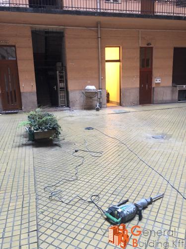 Udvar teljeskörű felújítása - Bakáts tér 3