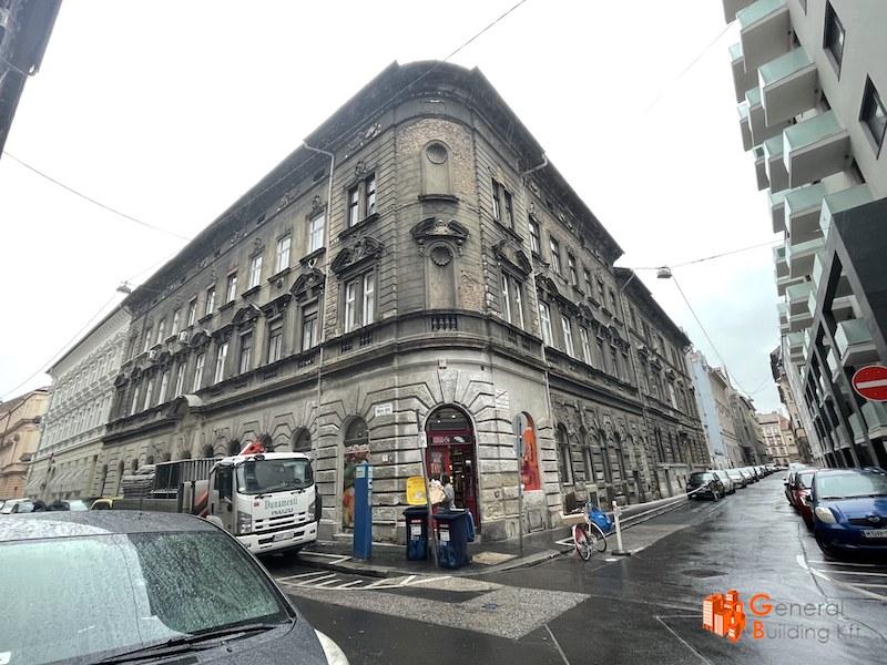 Utcai homlokzat felújítása - eredeti állapot visszaállítása